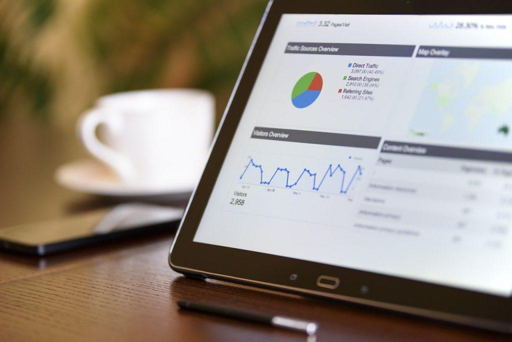 web marketing et statisques sur un écran